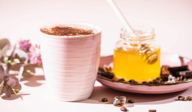 Кофе с арахисовой пастой и мёдом