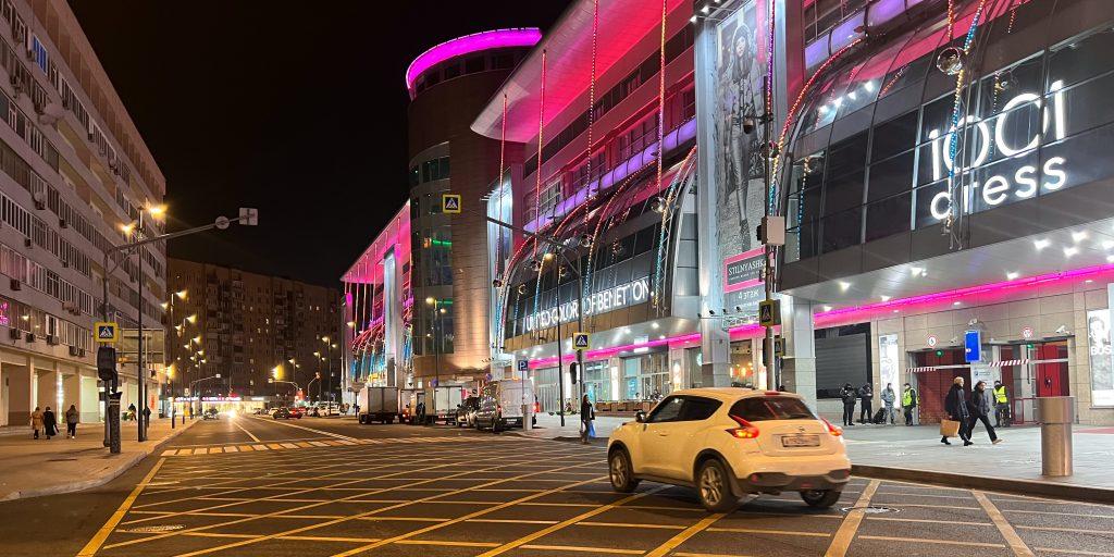 Съёмка ночью в авторежиме сверхширокоугольной камерой iPhone 13Pro