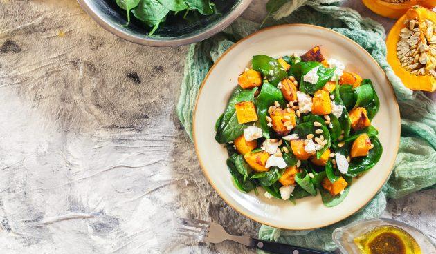 Салат с тыквой, фетой и шпинатом