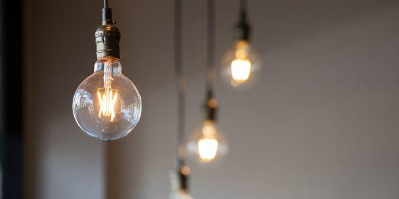 Эксперты по кибербезопасности рассказали, как простая лампочка позволяет подслушивать разговоры