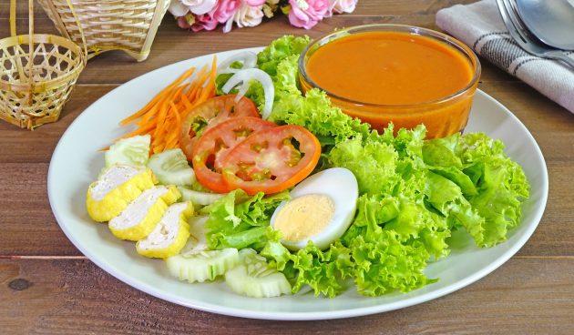Заправка с мёдом, кетчупом и паприкой для салата