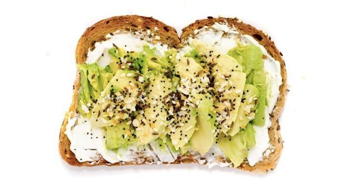 Тост с авокадо и сливочным сыром