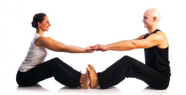 Парная йога. Наклон к ногам