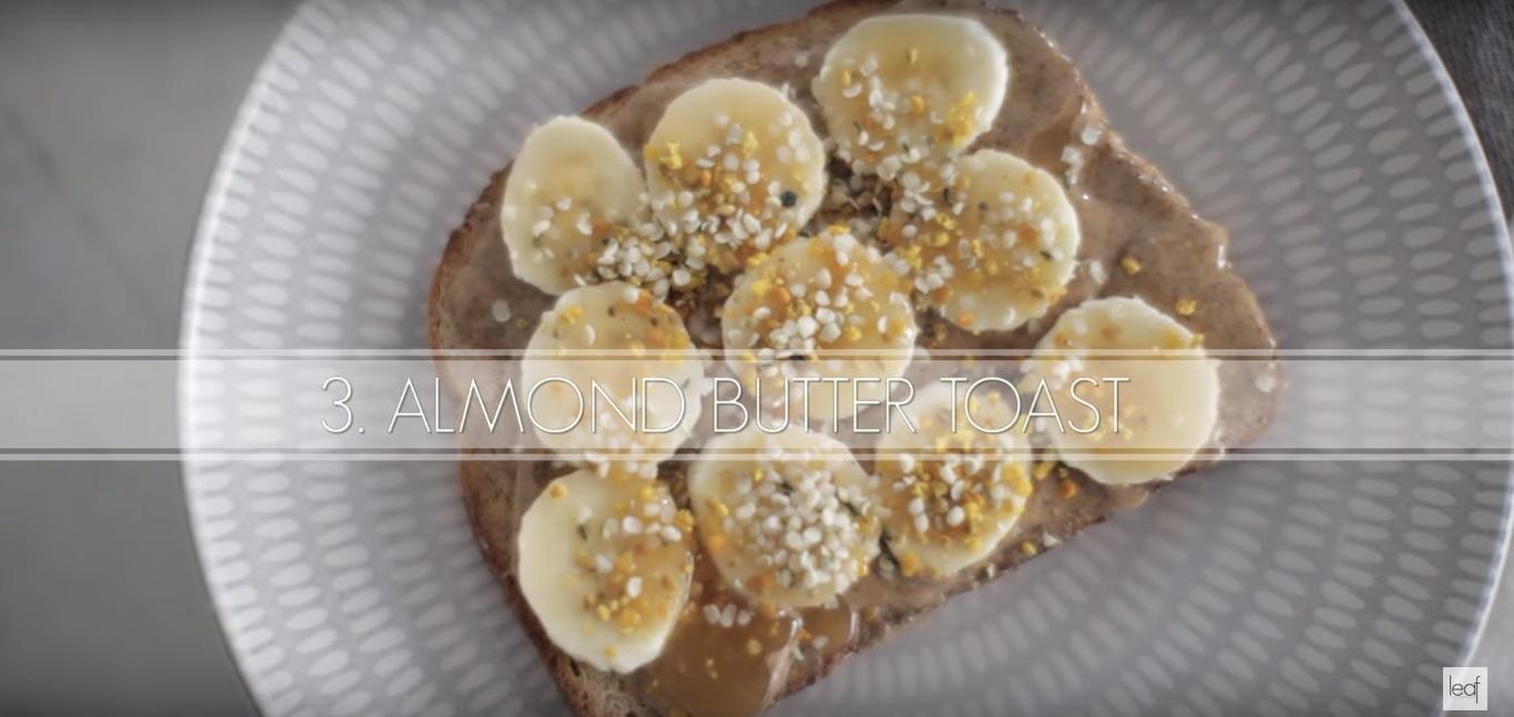 рецепт тоста с ореховой пастой, бананами и пчелиной пыльцой